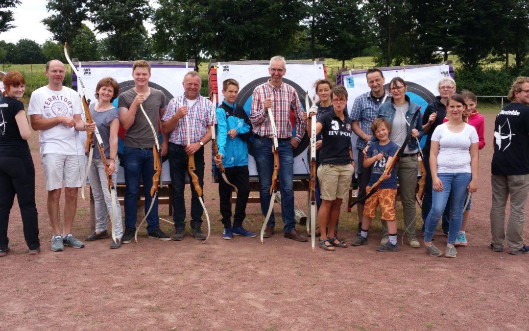 Volle Begeisterung für den Bogensport zeigten Mitglieder der Gruppe Mittendrin auf dem Bogensportgelände in Diestedde